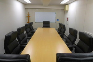 【新横浜3分】落ち着きのある会議室の写真