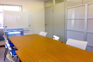 【日暮里駅3分】wifi有り!明るく静かな個室ミーティングルーム!の写真