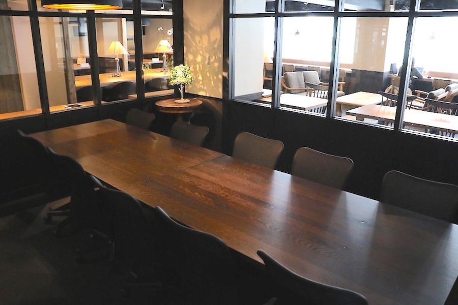 新橋コワーキングスペース Basis Point : 26名用会議室 (Room B+C)の会場写真