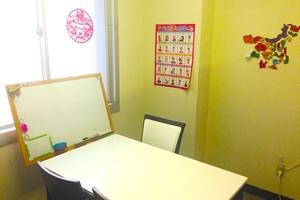新宿西口レンタルスペース「楽学堂」 : 4名向け会議室の会場写真