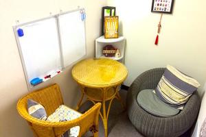 新宿西口レンタルスペース「楽学堂」 : 2名向け会議室の写真