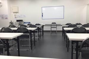 【大久保駅1分】綺麗で清潔感のある30名収容の会議室の写真