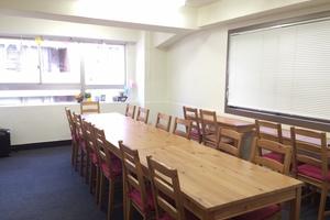 【東銀座駅徒歩4分】「2窓明るいお部屋」レンタルスペースの写真