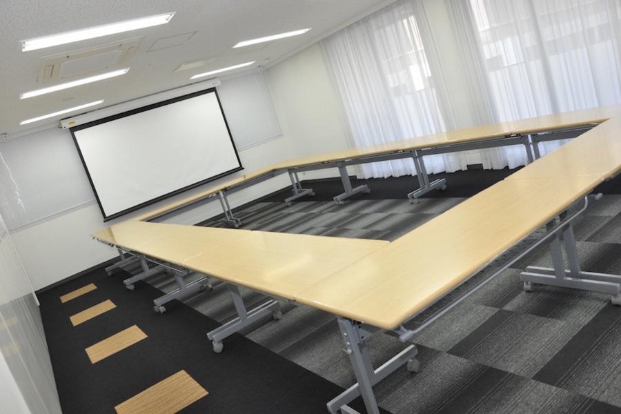 大阪 クロススクエア会議室 : 会議室(LL)の会場写真
