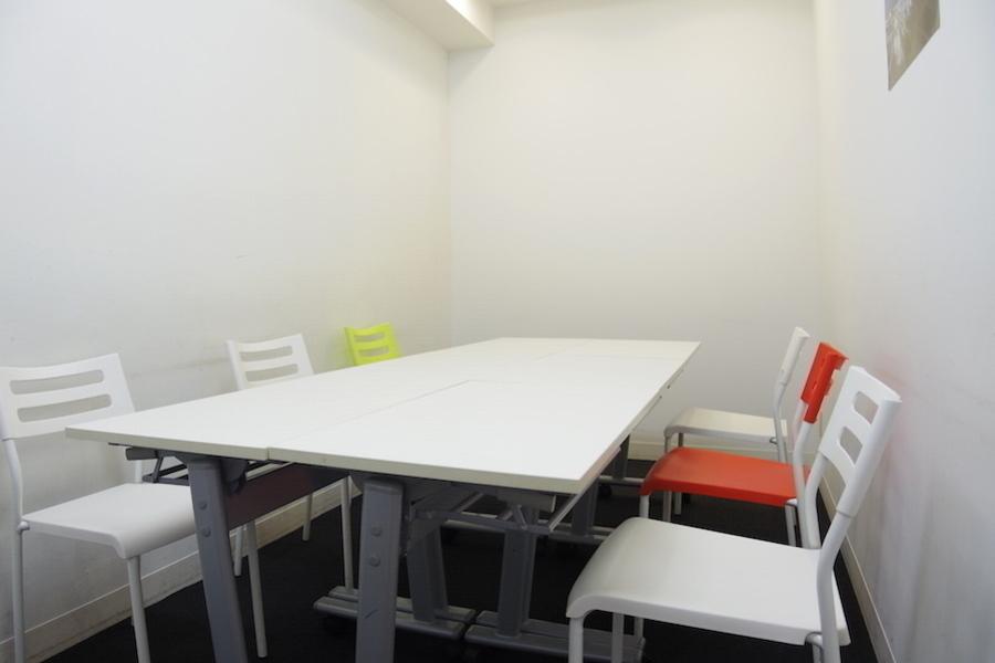 インスタント会議室 銀座店 : 個室会議室Bの会場写真