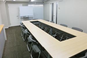 大阪梅田より1駅!南森町駅徒歩1分!アクセス良好の会議室の写真