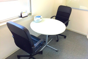 インスタント会議室 新日本橋店 : 2名用個室スペース1の会場写真