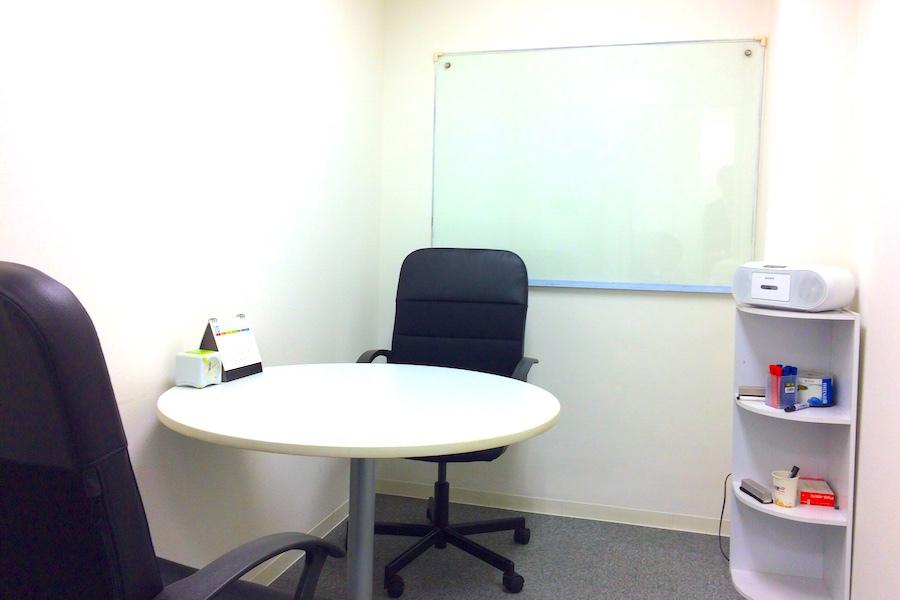 インスタント会議室 新日本橋店 : 2名用個室スペース2の会場写真