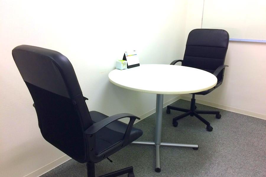 インスタント会議室 新日本橋店 : 2名用個室スペース4の会場写真