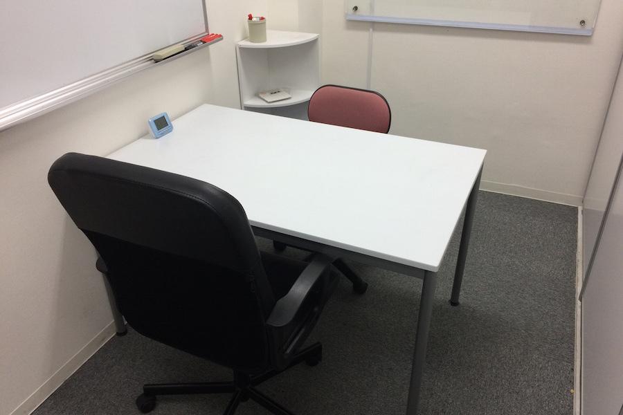 インスタント会議室 新日本橋店 : 2名用個室スペース5の会場写真