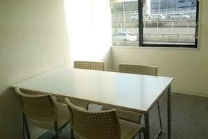 【新大阪】駅近!受付スタッフ常駐の個室会議室【Wi-Fi完備】の写真