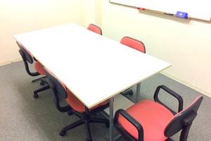 インスタント会議室 新日本橋店 : 5~8名用個室会議室の会場写真