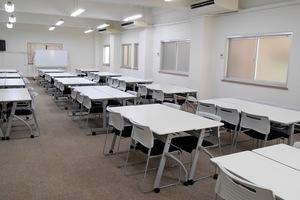 【飯田橋駅3分】24時間利用可能!最大収容103名の大会議室の写真