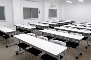 【駅近】飯田橋駅3分!標準36名、最大42名収容可能な中会議室の写真