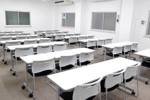 【駅近】飯田橋駅3分!標準42名収容可能な中会議室の写真