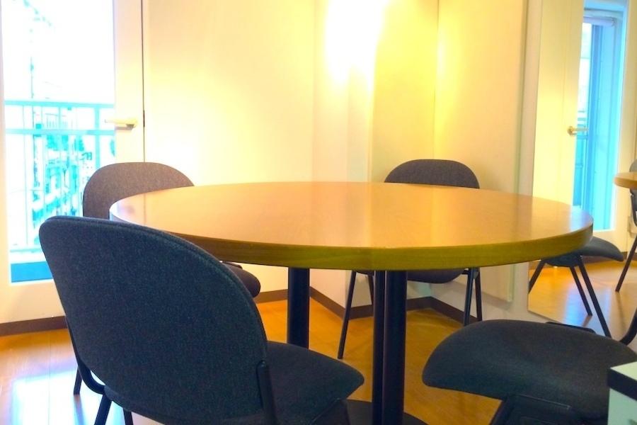 目黒駅前 貸し会議室「GLOW」 : 1時間1,600円の防音個室の会場写真