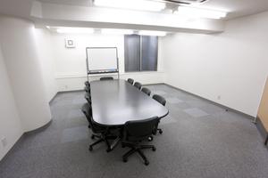 〜10名収容可能 商談やミーティングスペースに 渋谷駅徒歩3分の貸し会議室の写真