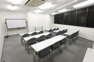 〜18名収容可能 会議やセミナー会場などに 渋谷駅徒歩3分の貸し会議室の写真