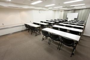 〜42名収容可能 試験会場やセミナーに 渋谷駅徒歩3分の貸し会議室の写真