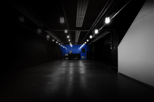 """会議、ギャラリー、撮影、セミナーなど使い方自由な""""黒い箱""""の写真"""