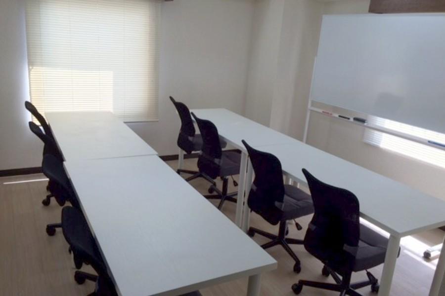 横浜関内駅徒歩1分 格安会議室 超便利 完全個室レンタルスペース : 会議室、レンタルスペースの会場写真