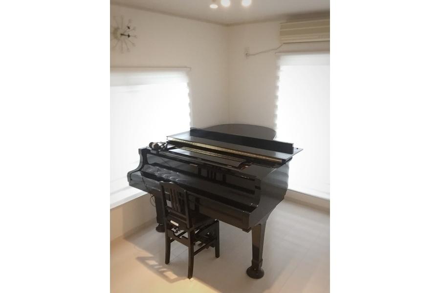 OKピアノ練習室 : グランドピアノ練習室の会場写真