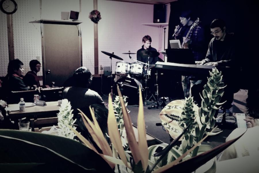 八丈島「合いの手会議室」 : 多目的スペース(ホール使用)の会場写真