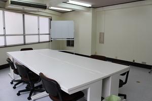 格安【茅場町3分】応接セットがある広々レンタルスペース!の写真