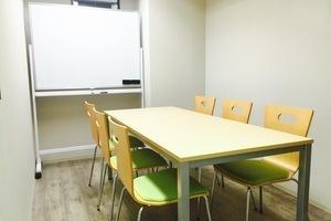 【駅近】お洒落なアトリエフロア♩の個室会議室の写真