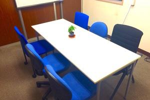 インスタント会議室 御徒町店: 個室貸し会議室(6名向け)の会場写真