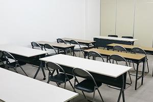 スクール形式で24名収容可能 研修会場や試験会場などにもおすすめですの写真