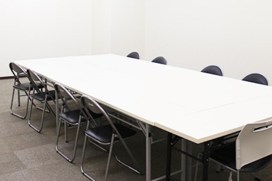 東洋ビル 貸し会議室 : B1-11会議室の会場写真