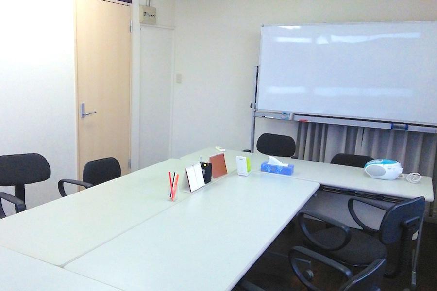 豊洲 貸し会議室「ケーズ」 : 8名用個室会議室の会場写真
