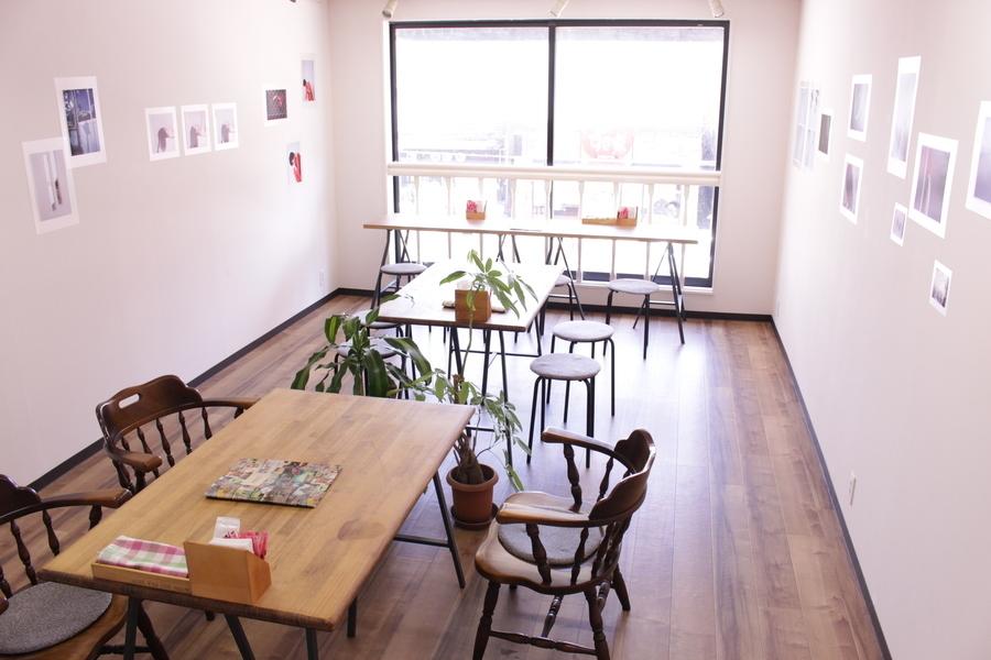 アートカフェ猪野商店 : 2F・多目的スペースの会場写真