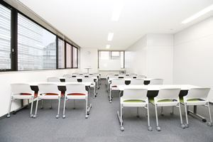 天神会議室RoomQ : 会議室の会場写真