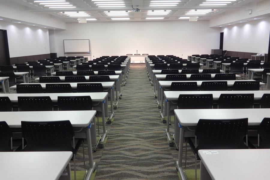 神戸国際会館 : セミナールーム(AM&18時以降限定 3時間〜利用可能プラン)の会場写真