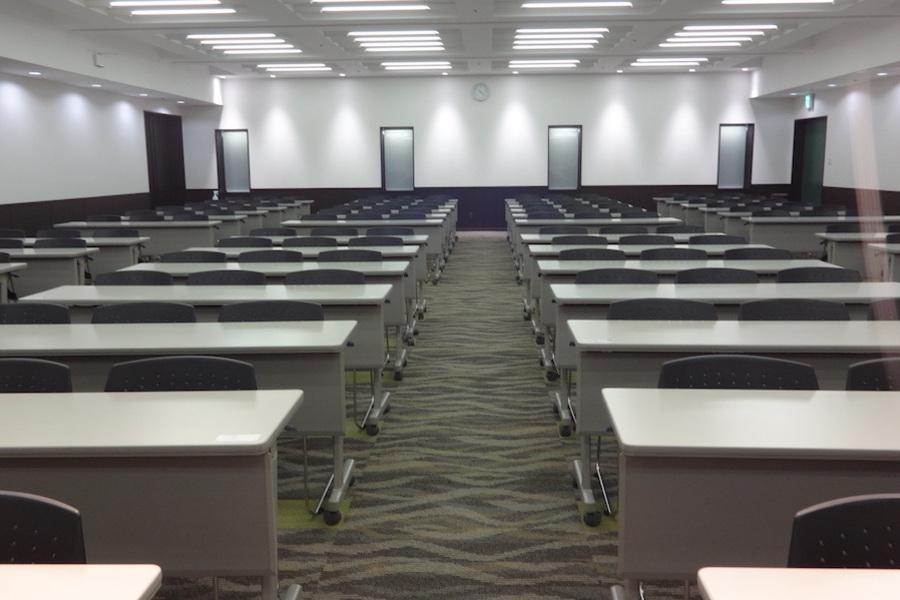 神戸国際会館 : セミナールーム(9〜21時 12時間利用プラン)の会場写真