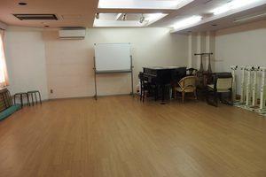 東急東横線「白楽駅」徒歩3分 グランドピアノ付き40畳のレッスンルームの写真