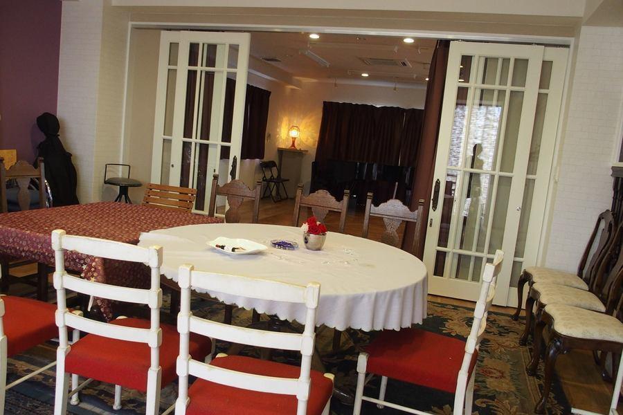 白楽シルクサロン : リビングルーム&ホールルームの会場写真